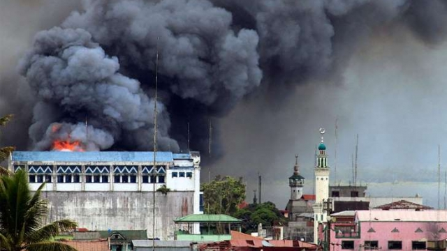 Airstrike on Marawi: Mark Jhomel/Wikimedia Commons