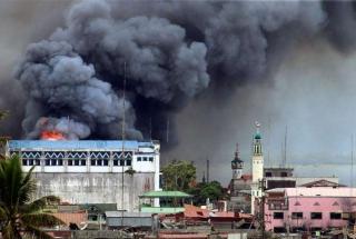 Airstrike on Marawi: Mark Jhomel/Wikimedia Commons